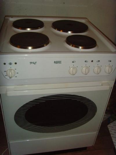 Продам электрическую плиту Нововятка в Санкт-Петербурге.